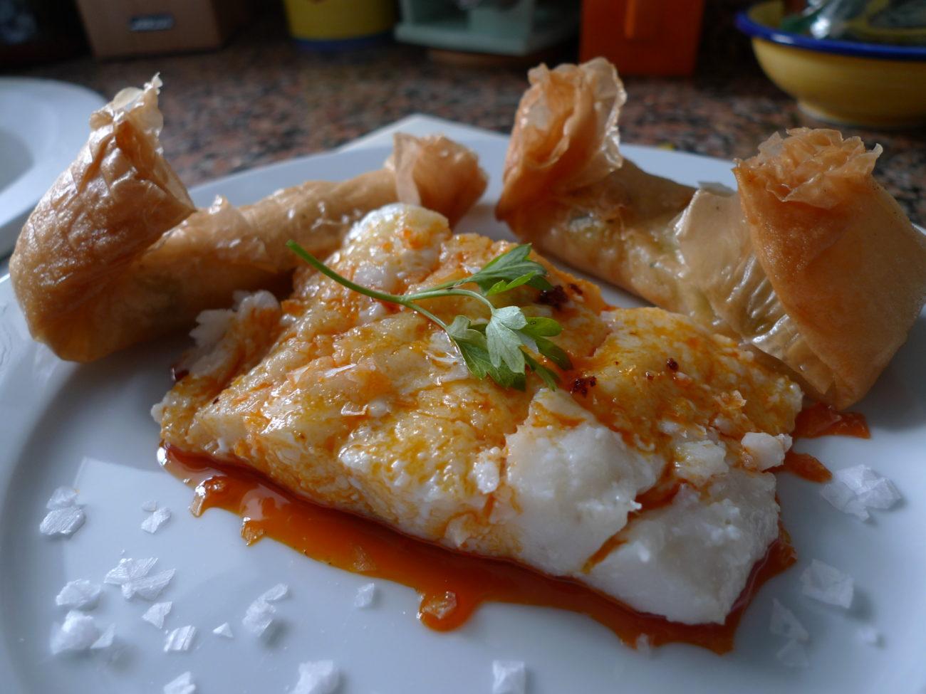 Bacalao Confitado con Salsa de Sobrasada y Miel con Rollitos de Verdura