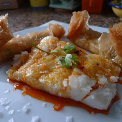 Bacalo-confitado-con-salsa-de-sobrasada-y-miel-acompañado-de-rollitos-de-verdura-2